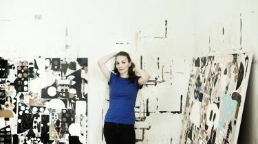 'Kunst handler i høj grad også om at være sin egen autoritet og være sig selv tro. Det tager tid at modnes og komme dertil, hvor man kan stå inde for det, man laver. I al fald for mig', siger Evren Tekinoktay, der ud over at være kunstner også er mor, kvinde og indehaver af en lingeriforretning på Østerbro.