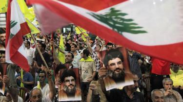 I fredags kom Hizbollahs generalsekretær Hassan Nasrallah med en  advarsel. I en tale på tv frarådede han Libanons premierminister Saad Hariri at acceptere konklusionen på den FN-undersøgelse, der ifølge Der Spiegel vil udpege Hizbollah som ansvarlige for mordet på hans far, sunnilederen Rafik Hariri. I modsat fald vil Libanon 'endnu en gang befinde sig på randen af borgerkrig.'