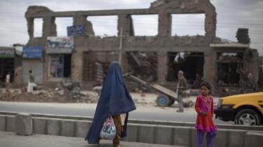 Eksperter tvivler på, at Præsidents Karzais mål om at overtage ansvaret for Afghanistan i 2014 er realistisk. For det er langt fra fredeligt i landet, hvor der har været et rekordhøjt tabstal i sommer blandt både NATO-styrker og afghanske civile.