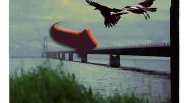 Kragerne vender! Den nye landbrugslov giver mulighed for store samlede fondsopkøb og udenlandske selskabsinvesteringer. Og rundt om i det danske land står skønsmæssigt 30 millioner kvadratmeter bygning realistisk set til nedrivning. Det kræver stor opmærksomhed og fantasi at tackle de næste 50 års udvikling af byerne og det åbne land.