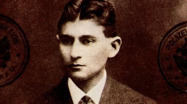 Forfatteren Franz Kafkas efterladte manuskripter, tegninger og breve blev forleden fremdraget i en bankboks i Zürich. Men Kafka-entusiaster, historikere og kritikere må dog vente endnu   en stund i spænding, idet de formodede ejermænd har forbudt alle rapporter om papirernes indhold.