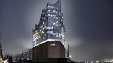 Hamborgs nye vartegn, oven på et gamle kakaolager af mursten, har allerede holdt rejsegilde med adskillige af de unikke vinduesglas monteret. Byen mangler penge til at bygge Elbphilharmonien færdigt, men spørgsmålet er, om byen har råd til at lade være.