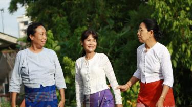 Myanmars tre prinsesser, eller hekse som militærregeringen kalder dem, er alle døtre af tidligere premierministre i landet, der vandt uafhængighed fra det britiske koloniherredømme i 1962, men nu regeres med hård hånd af det militære styre. Fra venstre er det Cho Cho Kyaw Nyein, Nay Ye Ba Swe og Mya Than Than Nu, der alle har været med til at danne Det Demokratiske Parti og stiller alle op ved årets valg, det første i Myanmar i 20 år.
