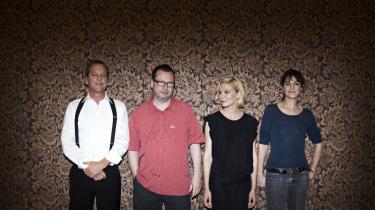 Der er poesi i Lars von Triers måde at pine kvinder på, mener den amerikanske skuespillerinde Kirsten Dunst, der spiller en af hovedrollerne i instruktørens kommende film, den psykologiske katastrofefilm 'Melancholia'. Og meget mere fik vi ikke at vide, da Trier og en perlerække af internationale skuespillere mandag præsenterede filmen på et velbesøgt pressemøde i Sverige
