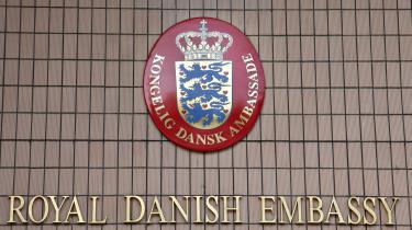 Taget den demokratiske og europæiske udvikling i betragtning kan man undre sig over, at Danmark vælger at lukke ambassaden i Bosnien-Hercegovina og dermed også hindrer en dansk repræsentation i landet, mener Sabrija Tirak.