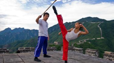 Alt er større, mere svulstigt og dyrere produceret i den nye version af 'Karate Kid' – og det virker