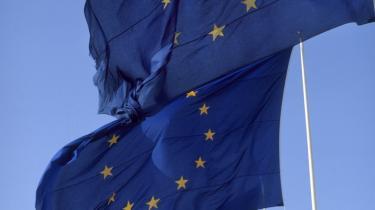 Både af hensyn til Grundloven og af hensyn til mulighederne for, at en ny regering kan føre en økonomisk politik, der bringer Danmark ud af krisen, er S, SF og de radikale nødt til at stemme imod regeringens forsøg på at indføre EU's konvergenskrav ad bagvejen.