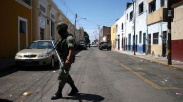 Mexicos præsident, Felipe Calderón, erkender nu, at den hårde linje ikke har kunnet stække landets narkokarteller. Med 28.000 dræbte er der behov for at revurdere strategien - flere taler for legalisering