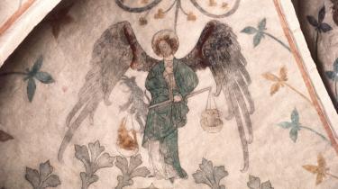 Ærkeenglen Mikael er himmelens beskytter og leder kampen mod den frafaldne ærkeengel Lucifer. Højby Kirke blev bygget i 1100-tallet, mens ærkeenglen Mikael blev mallet i slutningen af 1300-tallet.