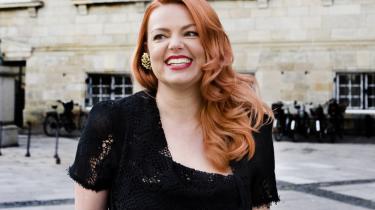 Sangerinden Lina Rafn vil  morgen være midtpunkt, når der falder dom i skattesagen om, hvorvidt hun kan få fradrag for udgifter til tøj, frisør og make-up.