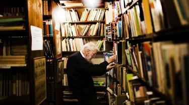 Kaabers Antikvariat var et sted, der handlede om bøger. Et sted, hvor folk blev klogere. Søndag bliver bøger og inventar solgt på auktion. Alting har sin tid, som Henning Kaaber siger. Han var otte år gammel, da hans far i 1940 flyttede sin butik til Skindergade fra Krystalgade, hvor det havde ligget siden 1928.