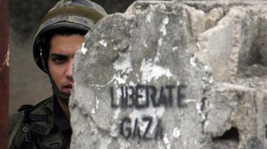 Israels behandling af palæstinenserne indenfor landets grænser og de arabiske naboer udenfor fylder uværgeligt meget medierne - f.eks. da den israelske hær sidste år bombarderede Gaza. Men det betyder ikke nødvendigvis, at hverken danske eller udenlandske politkere taler specielt hårdt til deres nærmeste allierede i Mellemøsten.