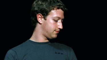 David Kirkpatrick er forfatter til den netop udkomne 'The Facebook Effect'. Bogen stiller skarpt på konsekvensen af den 26-årige Facebook-grundlægger og USA's yngste milliardær Mark Zuckerbergs erklærede mål om, at hans virksomhed skal dominere al kommunikation på nettet