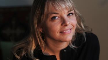 Journalist Louise Bokkenheuser lukker øjnene, hvis hun ser en film med blod og vold. Men i Irak virkede hendes notesbog som et skjold, fortæller hun.