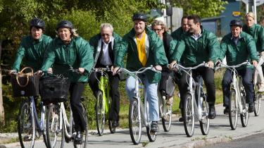 Med partileder Lene Espersen i spidsen ankommer de konservatives folketingsgruppe på cykler til pressemøde hos virksomheden FOSS i Hillerød