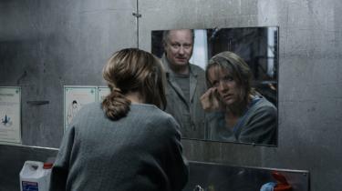 Det er især skue-spillerne med Stellan Skarsgård i spidsen, der holder publikums interesse fangen i den ganske rare film 'En ganske rar mand'.