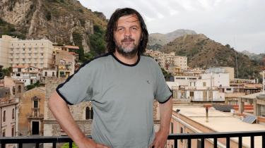 Emir Kusturica vandt Den Gyldne Palme i Cannes for filmen 'Underground',   der senere er beskyldt for at være propaganda for en storserbisk ideologi.