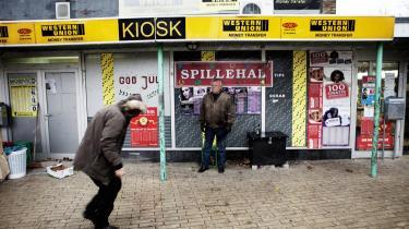 Københavns Kommune har bevilget penge til at sætte overvågningskamera op på 'Ruten, et butikscenter i Tingbjerg, som har været hærget af kriminalitet, blandt andet i forbindelse med bandekrigen.