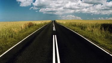 På vejen mellem Herning og Holstebro kører mellem 10.000 og 11.000 biler i døgnet - eller knap syv biler i minuttet.   Til sammenligning kører der dagligt mere end 60.000 biler på motorvejen ved Vejle