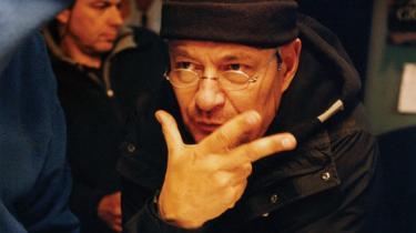 Den franske filminstruktør Jean-Pierre Jeunet bryder sig ikke om at tale om budskaber - alligevel er det vigtigt for ham, at hans film handler om noget. Således er hans nye værk, 'Micmacs', et kulørt og skævt eventyr om en flok outsidere, der går i krig med en skurkagtig våbenindustri