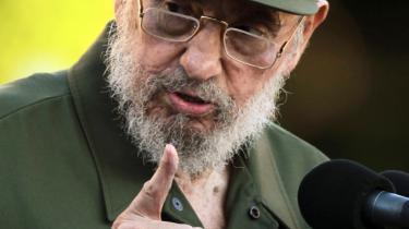Fidel Castro fører på ny et aktivt offentligt liv. Her taler han for studerende på universitetet i Havana den 3. september.