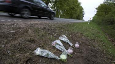 Mange trafikanter betragter fartgrænserne nærmest som vejledende og lægger selv noget til, mener Ib Christensen, der ikke forstår, hvordan politikerne kan finde på at hæve hastighedsgrænserne på landevejene.