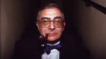 Claude Chabrol elskede instruktørarbejdet over alt andet og kunne ikke sidde stille. Derfor lavede han også flere dårlige film end nogen anden betydelig instruktør i ny bølge-generationen. Portrættet er taget i 1995.