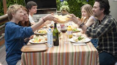 Hverdagsdrama. The Kids Are All Right er ikke et værk, der vil give ekko i evigheden, men den er fuld af gode øjeblikke og gode præstationer af blandt andre en af Hollywoods for tiden mest interessante, Mark Ruffalo (t.h.).
