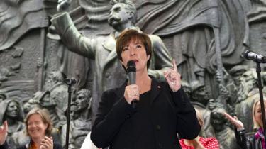 Sveriges socialdemokrater er på to år raslet ned fra mere end 40 procents opbakning i meningsmålingerne til mindre end 30. Især veluddannede storbyvælgere forlader det gamle arbejderparti, mens nordsvenske skovhuggere og minearbejdere holder ved, siger svenske valgforskere