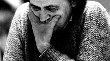 Fra hoften. Bent Larsen opnåede ikke kun sin verdensberømmelse via sine resultater, men først og fremmest ved at tilføje skakspillet en spontanitet, der igen og igen overrumplede hans analyserende og kalkulerende modspillere - han gjorde ikke det, han var bedst til; men det, hans modstandere havde det sværest med.