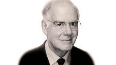 RUC's første rektor, Erling Olsen, blev i fredags tildelt titlen æresdoktor. Selv kalder han udnævnelsen til rektor i 1970 for 'drilleri fra den borgerlige regerings side'