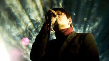 Michael Møller, der er forsanger i bandet Moi Caprice, vil helst bo i Berlin, men pengene tjener han på at spille i København.
