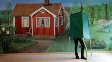 Under Den Kolde Krig kunne Sverige køre sit eget løb og behøvede hverken at støtte sig op af EU eller NATO. Sverige var rigt, havde et gigantisk forsvar og isolerede sig i en vis grad.   I dag er Sverige engageret i Europa, og derfor er det også naturligt, at det politiske landskab kommer til at ligne resten af Europas.
