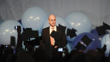Sveriges statsminister, Fredrik Reinfeldt, er i den pine, at hans regeringsalliance ikke længere har flertal alene, men under valgkampen har han forsvoret at indgå samarbejde med Sverigedemokraterna.
