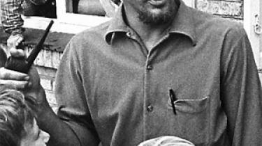 Biografi om Ole Lund Kirkegaard fortæller historien om en brillant børnebogsforfatter, der som 38-årig mistede livet, angiveligt fordi han følte sig låst i sin egen succes