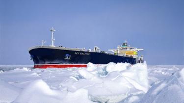 Tankskibet Baltica blev i sommer det første tankskib af sin størrelse til at sejle nord om Rusland til Kina, lastet med 70.000 tons gas fra Murmansk til kinesiske Ningbo. Rusland håber at udvinde enorme, forventede gasressourcer i havet ud for sin nordlige kyst og eksportere det til bl.a. Kina via gasledninger og i stigende grad skibe, efterhånden som Polarhavets is smelter.