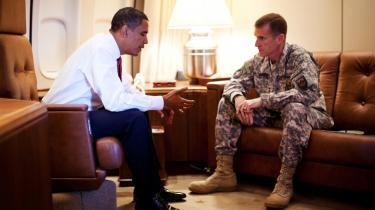 Konflikten mellem Obama og miltæret har været benhård. Her er Obama i diskussion med den øverstbefalende i Afghanistan, Stanley McCrystal, der endte med at få en fyreseddel.