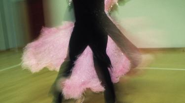 Fint, at forhandlingsdirektøren i Danske Regioner byder op til dans - men det kræver gulvplads, hvis der skal rykkes ved det kønsopdelte arbejdsmarked, skriver formand for Dansk Sygeplejeråd og Sundhedskartellet.