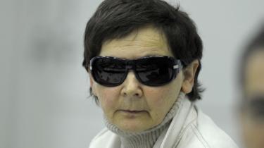 Den tidligere RAF-terrorist Verena Becker forholder sig denne gang tavs i retten   - i modsætning til i 1977.