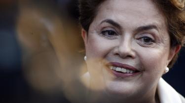 Den røde fortid. Dilma Rousseffs fortid på den militante venstrefløj under diktaturet spiller en rolle. Men mest i eliten. For flertallet er problemet, at hun ikke har forgængerens karisma og gennemslagskraft.