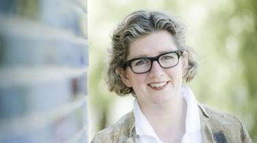 'Tiden er nok kommet til også at gribe i den videnskabsministerielle barm og indrømme, at vi både i forbindelse med universitetsloven og fusionerne har været lige lovlig ivrige med at hjælpe universiteterne med at administrere,' indrømmer videnskabsminister Charlotte Sahl-Madsen (K).