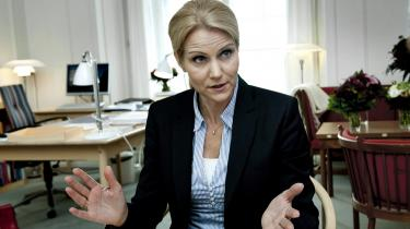 Vælgerne synes at have tilgivet Helle Thorning-Schmidt balladen om hendes mands skattebetaling, og nu fører hun igen markant i meningsmålingerne.