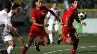 Palæstinensiske spillere i en venskabskamp mod Jordan. Fodboldformand klager over sportsfolkenes vilkår.