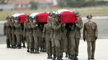 Kister med italienske soldater dræbt i Afghanistan ankommer hjem til Italien på en flybase uden for Rom. I 2010 har koalitionsstyrkerne mistet 574 soldater i Afghanistan, allerede 53 mere end i hele 2009 og næsten dobbelt så mange som i 2008.