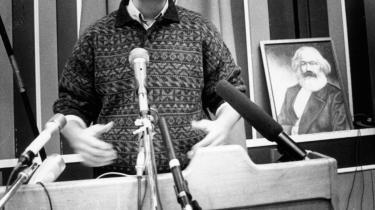Ole Sohn taler i sin egenskab af formand for DKP på partiets kongres i Odense i 1991. Historikere finder det usandsynligt, at Ole Sohn ikke har været vidende om, at DKP fik penge fra Sovjet.