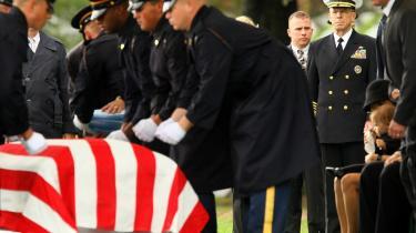 USA's forsvarschef, Mike Mullen, har deltaget i mange soldaterbegravelser de seneste år. Men intet indikerer, at Wikileaks afsløringer har været årsag til nogen af dem eller vil blive det i fremtiden trods talrige afsløringer.
