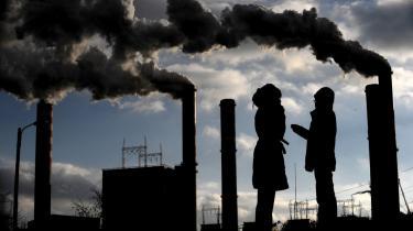 En fabrik i den polske by Poznan: Forhandlingerne om et fælles europæisk klimamål kommer til at foregå under Polen og Ungarns formandskab i EU, og ingen af de to lande er tilhængere af et fælles EU-mål på 30 procents CO2-reduktion.