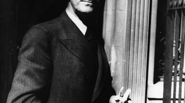 Ny levnedsskildring af det tyske sprogs store fortæller Thomas Mann. Den viser, hvordan Mann undertrykte sin (homo)seksualitet. Derved skabte han sit forfatterskabs spændingsfelt: Mellem orden og kaos, mellem bedsteborger og kunstner