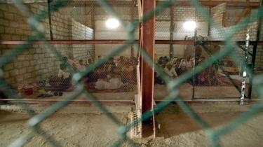 Irakiske fanger i al Maqal-fængslet i Basra: De løsladte Wikileaks-militærlogs viser et omfattende misbrug af fanger, som ofte er blevet bevidnet af den vestlige koalitions soldater.