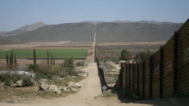 I grænsebyen Ciudad Juárez i det nordlige Mexico foregår ting og sager, som myndighederne gerne så skjult og glemt. Narko og mord er elementer i en dagligdag, som forfattere skildrer i genren populært kaldet 'narkolitteratur'.